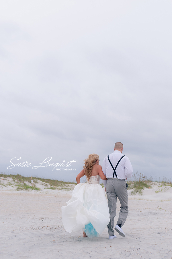 bride and groom beach pictures